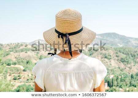 Mulher olhando vale grama esportes paisagem Foto stock © przemekklos