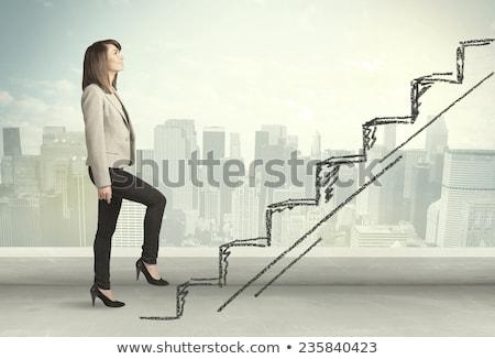 Mujer de negocios escalada maletín blanco negocios mujer Foto stock © wavebreak_media