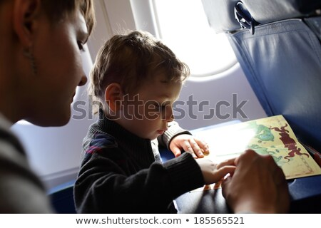 Familie spelen bordspel vlucht reizen vliegtuig Stockfoto © galitskaya