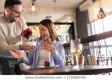Frauen vorliegenden Freund Weinbar Menschen Feier Stock foto © dolgachov