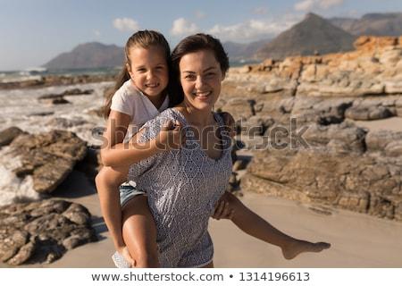 Elöl kilátás gyönyörű fiatal anya háton Stock fotó © wavebreak_media