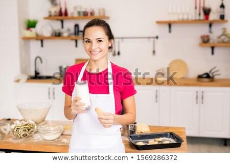 Bastante jovem morena feminino avental Foto stock © pressmaster