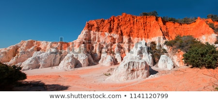 Vermelho branco rocha mulher viajante surpreendente Foto stock © lovleah