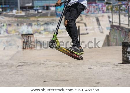 ストックフォト: 少年 · ジャンプ · スクーター · スケート · 公園 · 空