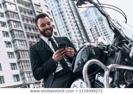 Foto stock: Feliz · jovem · empresário · sessão · motocicleta · ao · ar · livre