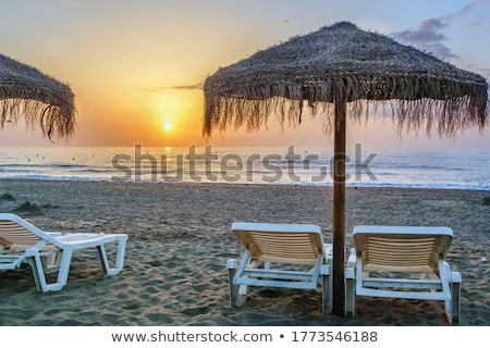 Zonsondergang strand Spanje zonnebank paraplu zonsopgang Stockfoto © borisb17
