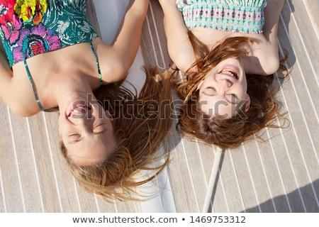 adolescentes · banhos · de · sol · sol · paisagem · amigos · verão - foto stock © photography33