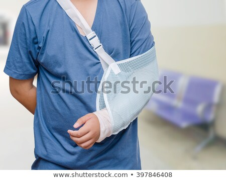 nino · roto · brazo · triste · caucásico - foto stock © lovleah