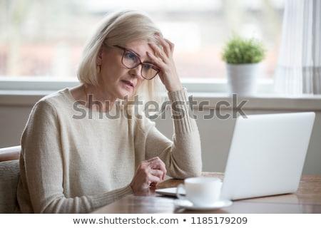 Verward oude dame laptop achtergrond interieur stress Stockfoto © photography33