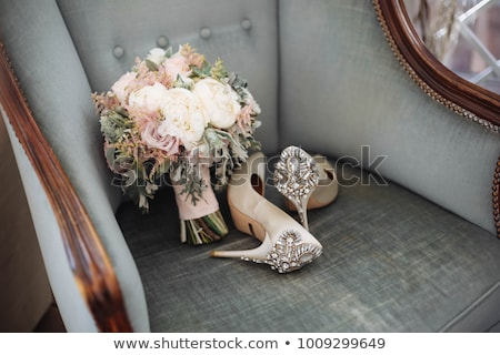 Noivas sapatos flores buquê de casamento casamento rosa Foto stock © samsem