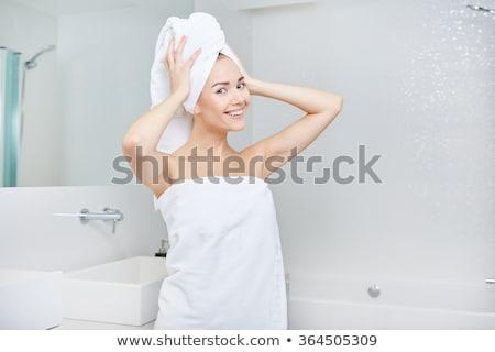 hermosa · modelo · bienestar · pies · masaje · pétalos - foto stock © stockyimages