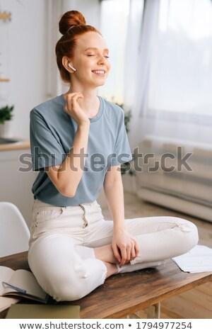 Stockfoto: Portret · jonge · mooie · zakenvrouw · luisteren