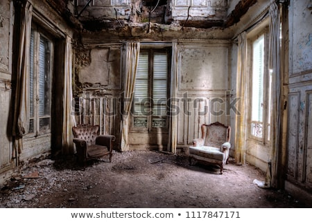 antigua · casa · roto · yeso · ventana - foto stock © alexandre_zveiger