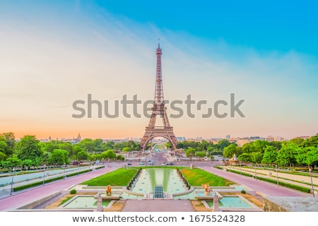 Eiffel-torony · kilátás · Párizs · Franciaország · épület · város - stock fotó © givaga