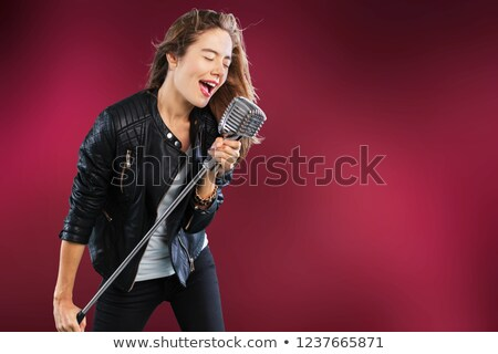女性 · 歌 · 技術 · マイク · 小さな · 笑みを浮かべて - ストックフォト © is2