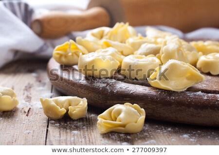 Frissen előkészített olasz tortellini fából készült klasszikus Stock fotó © Melnyk