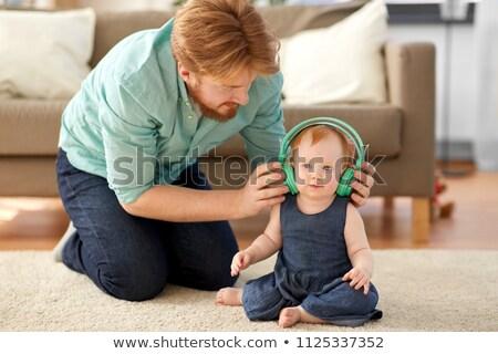 jonge · kind · luisteren · naar · muziek · gelukkig · geïsoleerd - stockfoto © dolgachov