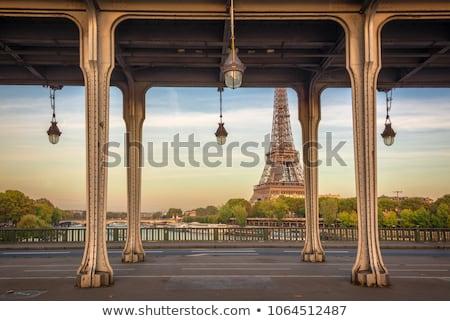 ponte · Paris · França · metal · colunas · pessoas - foto stock © hsfelix