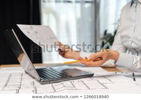 peinzend · vrouwelijke · bouwvakker · gebouw · pen · industrie - stockfoto © photography33