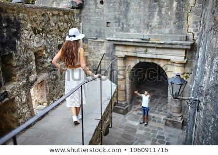 mulher · olhando · unhas · dedos · fundo - foto stock © feedough