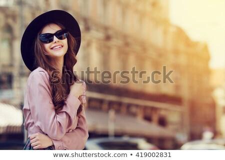 Dziewczyna hat różowy niebo stylizowany czerwony Zdjęcia stock © tracer