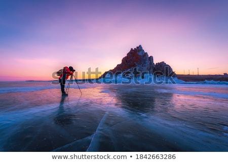 Centrado hombre cámara toma fotos invierno Foto stock © deandrobot