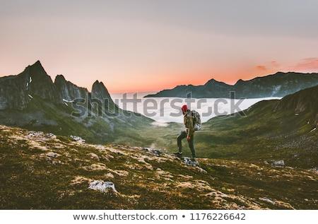 turystycznych · wspinaczki · górskich · Błękitne · niebo · człowiek · wykonywania - zdjęcia stock © stevanovicigor
