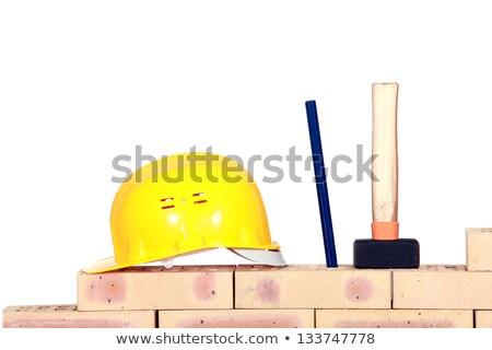 Capacete cunha martelo parede de tijolos construção parede Foto stock © photography33