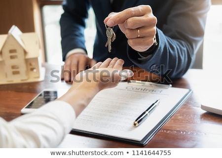 Familie onroerend handen munt huis vrouw Stockfoto © fantazista