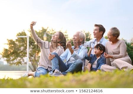 familia · tres · hierba · cielo · sonrisa · azul - foto stock © Paha_L