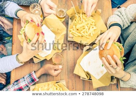 femme · manger · hamburger · frites · françaises · alimentaire · beauté - photo stock © photography33