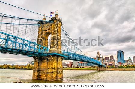 ストックフォト: 吊り橋 · 空 · 水 · 市 · スカイライン · ライト