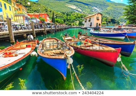 ボート · ガルダ湖 · イタリア · 海 · 教会 - ストックフォト © master1305