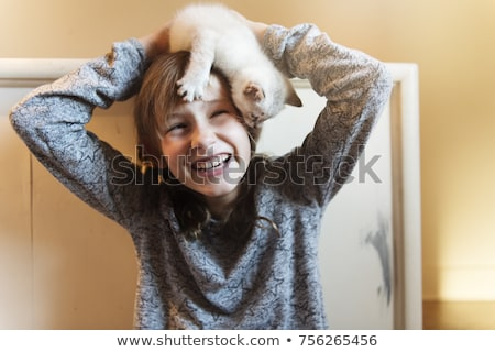 10 anni vecchio ragazza gattino home baby Foto d'archivio © Lopolo