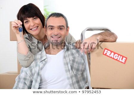 Paar bewegende nieuw huis dozen breekbaar huis Stockfoto © photography33