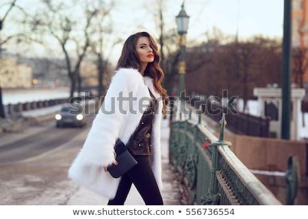 Vrouw handtas lang haar witte blouse jeans leder Stockfoto © maros_b