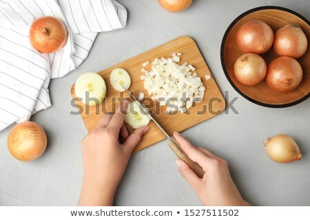 mulher · jovem · legumes · olhando · páprica · salada - foto stock © Rob_Stark