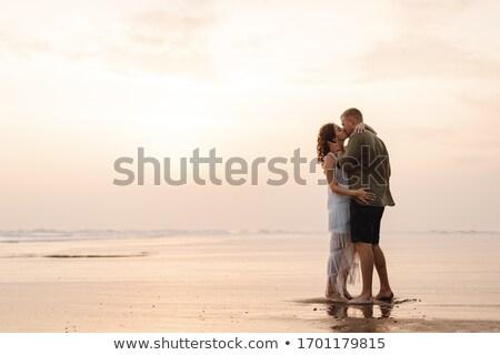 piękna · para · całując · Błękitne · niebo · kobieta · plaży - zdjęcia stock © kotenko