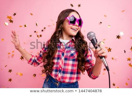 女性 · 歌 · 技術 · マイク · 小さな · 笑みを浮かべて - ストックフォト © photography33