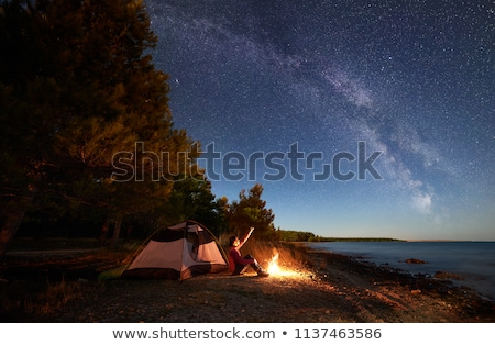 tenda · para · cima · crepúsculo · água · laranja · noite - foto stock © is2