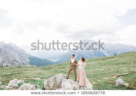 Pareja · excursionistas · caminando · montanas · hombre · mujer - foto stock © elenabatkova