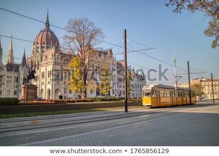 Praça húngaro edifício em movimento bonde Budapeste Foto stock © artjazz