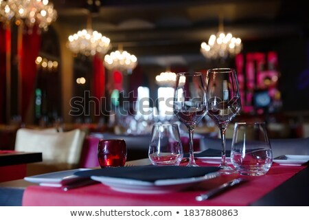 Foto stock: Servido · tabela · restaurante · europeu · luz