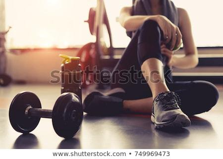 спортзал женщину одежды полотенце плечо питьевой Сток-фото © jayfish