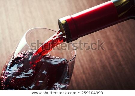 vino · rosso · vetro · bottiglia · bianco · tavolo · in · legno - foto d'archivio © artjazz