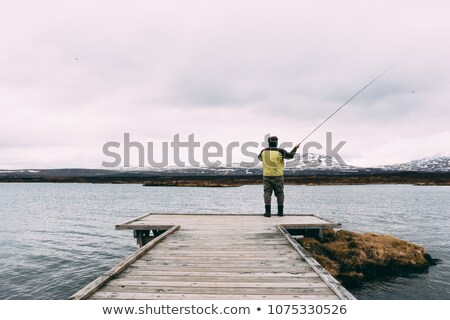 Pêcheur lac Islande vue eau Photo stock © 1Tomm