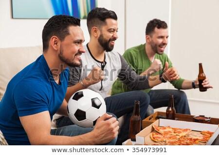 Drie vrienden juichen drinken bier kijken Stockfoto © wavebreak_media