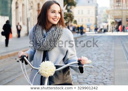 Schoonheid vrouw straat jonge mooie vrouw stand Stockfoto © fotorobs