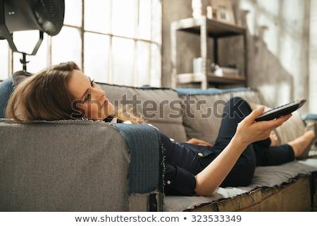 Vrouw sofa tv bruin Stockfoto © wavebreak_media