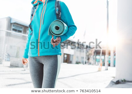 Ejecutando nina auriculares ciudad mujeres deporte Foto stock © denisgo